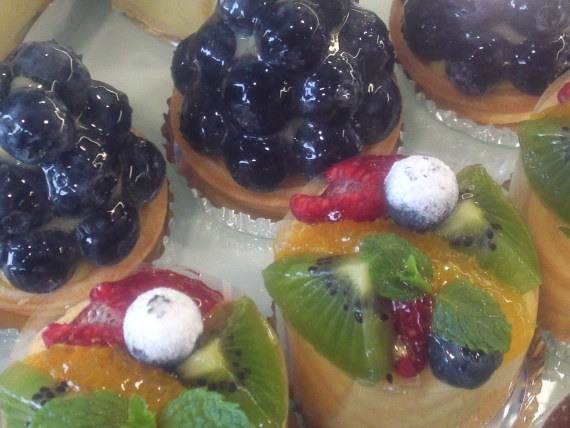 French Cakes and Blueberries in Hamamatsu City: Abondance!