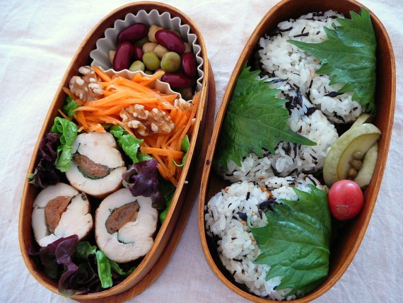Today's Bento/Lunch Box (11/67): Chicken & Umeboshi Roll Bento!