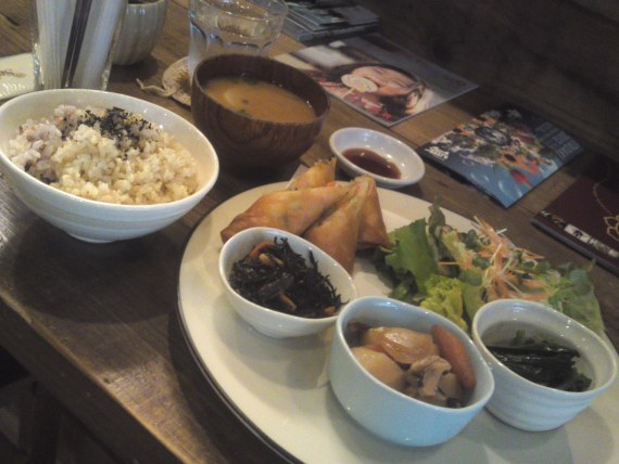 Healthy Vegetarian Lunch at Locomani in Shizuoka City (Spring 2012)!