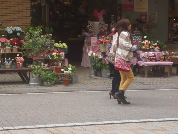 Japanese Ladies Fashion in Shizuoka 8: Extra thin pants for long legs!