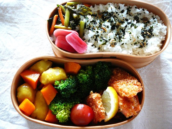 Today's Bento/Lunch Box (12/21): Kaki no Tane Salmon & Taro Imo Curry Bento!