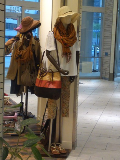 Japanese Ladies Fashion in Shizuoka 27: Hats & Scalves for the Summer!