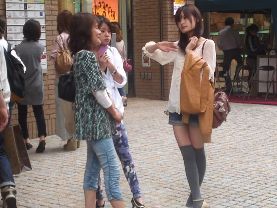 Japanese Ladies Fashion in Shizuoka 20: Mother, Daughter and Daughter's Friend!