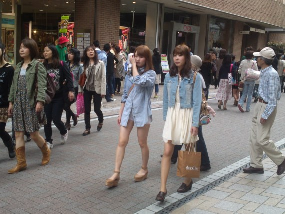 Japanese Ladies Fashion in Shizuoka 17: Denim Shirt or Denim Jacket?