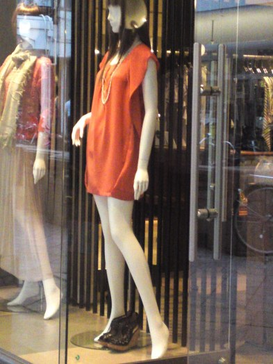Japanese Ladies Fashion in Shizuoka 33: Orange is the Color!