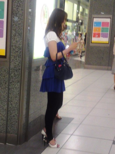 Japanese Ladies Fashion in Shizuoka 44: Tall and Blue…