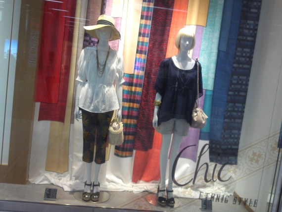 "Japanese Ladies Fashion in Shizuoka 38: ""Chic Ethnic Style"""