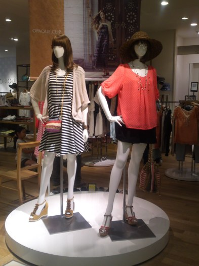 Japanese Ladies Fashion in Shizuoka 39: Casual and Elegant for a Summer Night!