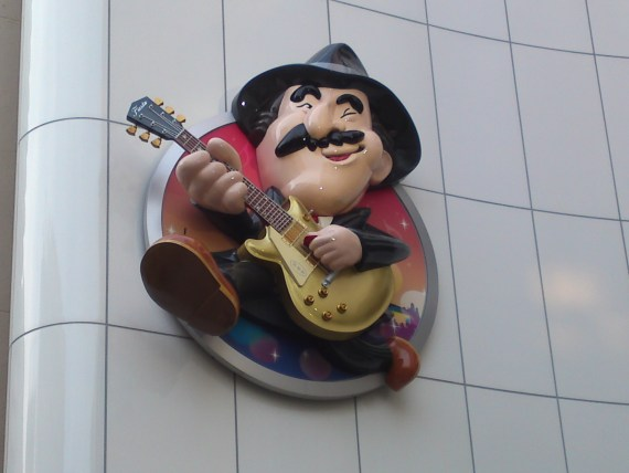 Weird Japan (21): Super Mario Guitarist!