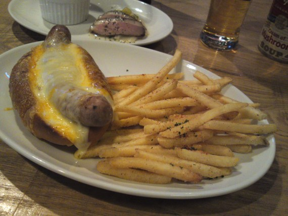 American Gastronomy: Quadruple Cheese Dog & Mushroom Melt Hamburger at Tequila's Diner in Shizuoka City!
