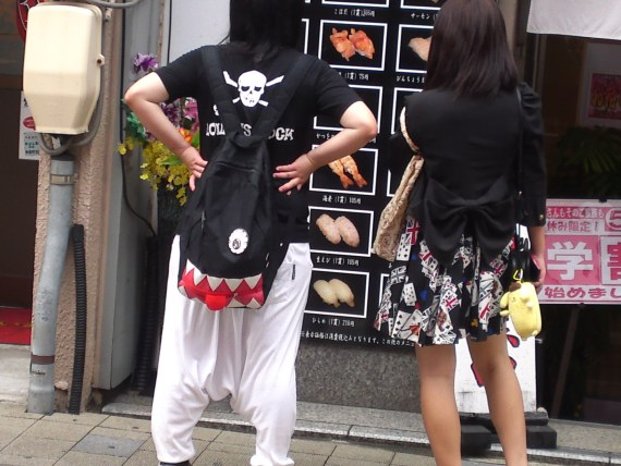 Japanese Ladies Fashion in Shizuoka 51: Have a care or I'll bite!