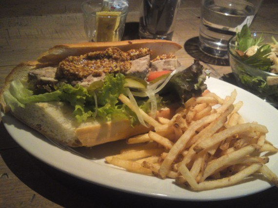 French-American Gastronomy: Terrine de Campagne Sandwich at BLUE BOOKS cafe in Shizuoka City!