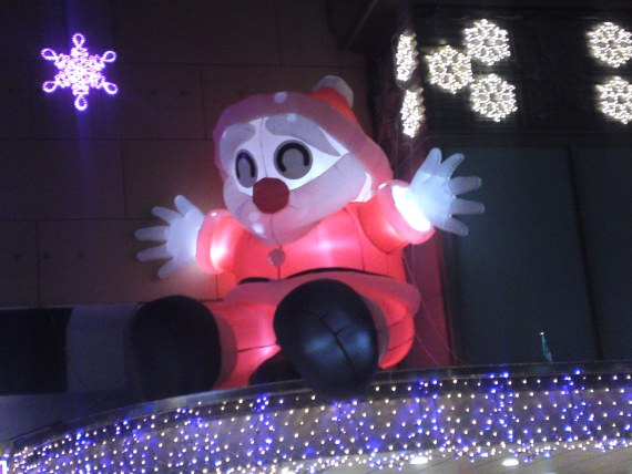 Scary Santa Claus and Garish Christmas Illuminations in Shizuoka City!