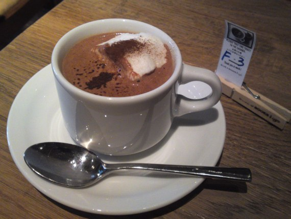 "N.Y. Hot Chocolate & ""Two Tone"" at BLUE BOOKS Cafe in Shizuoka City!"