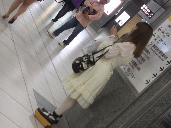 Japanese Ladies Fashion in Shizuoka 53: Spring or Snow White?
