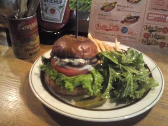 American Gastronomy: Lamb and Blue Cheese Hamburger at Tequila's Diner in Shizuoka City!